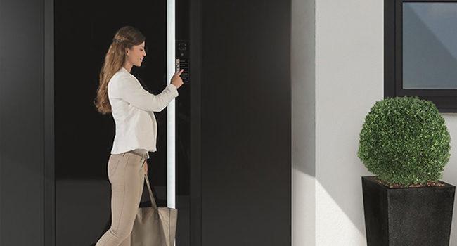 Accesso smart, sicuro e facile se c'è Schüco Door Control System Touch Display