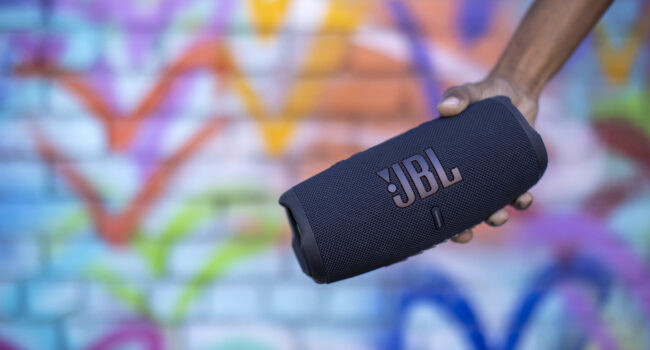 Lo speaker Bluetooth® JBL Charge 5, un divertimento senza fine